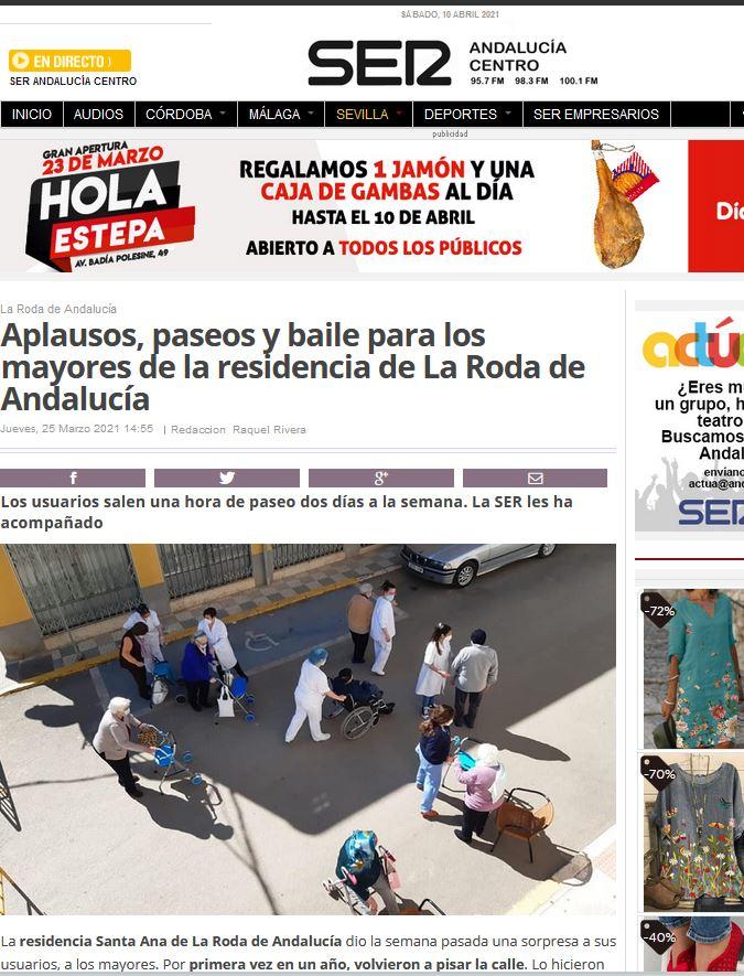 Aplausos, paseos y baile para los mayores de la residencia de La Roda de Andalucía